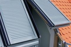 Dachfensterrollläden mit Klappfunktion