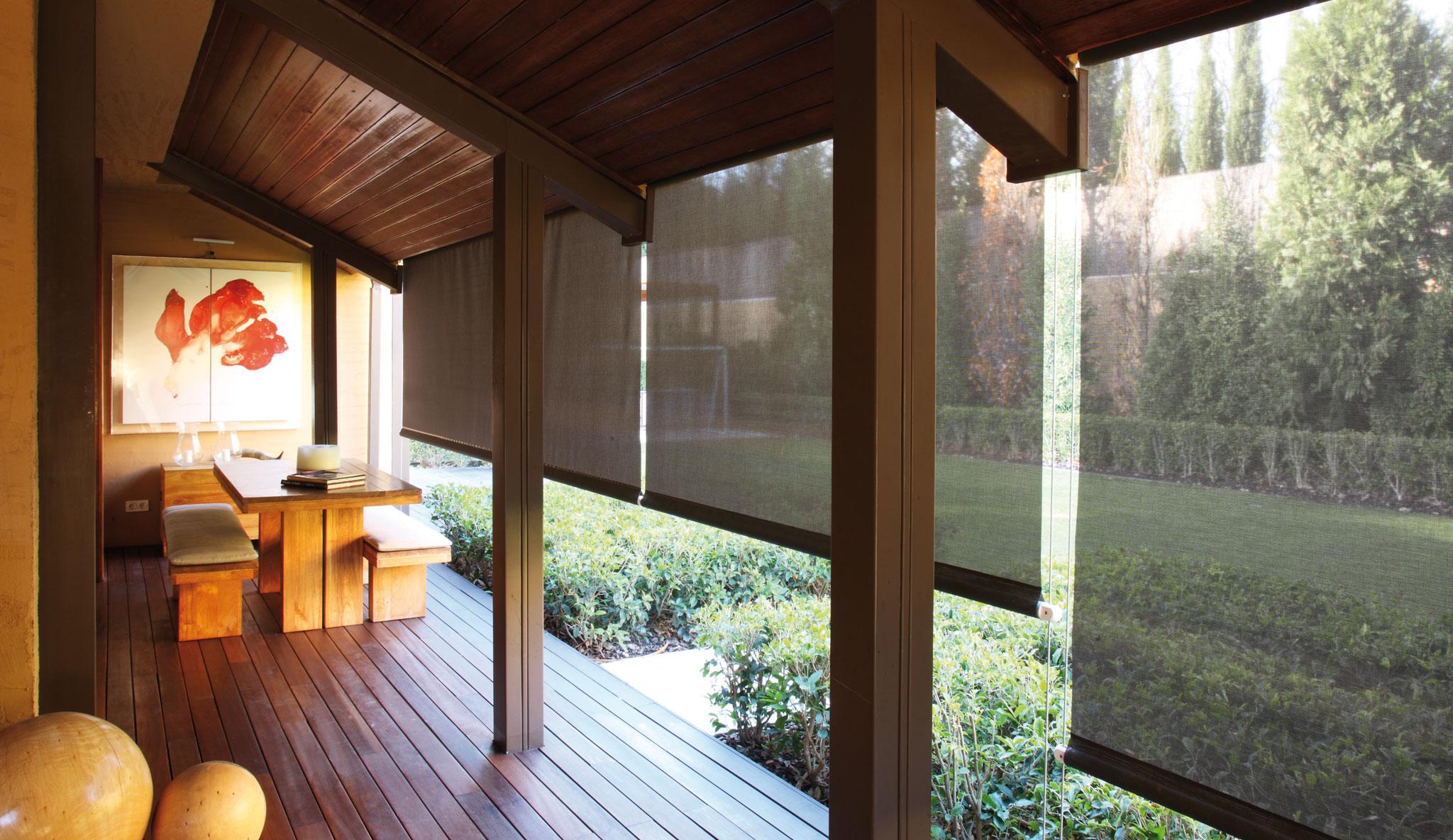 rollos mit mehr tageslicht als sicht und blendschutz. Black Bedroom Furniture Sets. Home Design Ideas