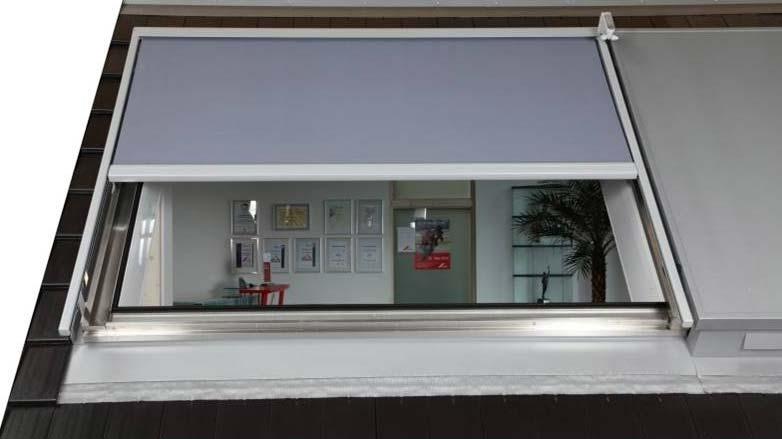 dachfensterrollos f r jedes fenster oder schr gverglasung. Black Bedroom Furniture Sets. Home Design Ideas