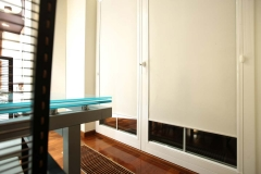 Glasleistenrollos Schlafzimmer