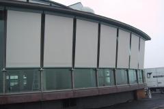 seilgeführte Fassadenmarkisen