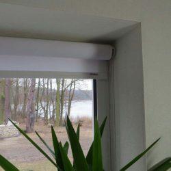 großes Sichtschutzrollo