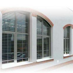 Raffstore Rundbogenfenster