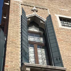 Domfenster Klappladen
