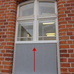 Fenstermarkise von unten ausfahrend