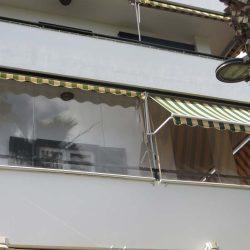 Balkonmarkise mit Wetterschutzrollos